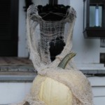 Black urn and white pumpkin dressed with gauze for an ethereal look.