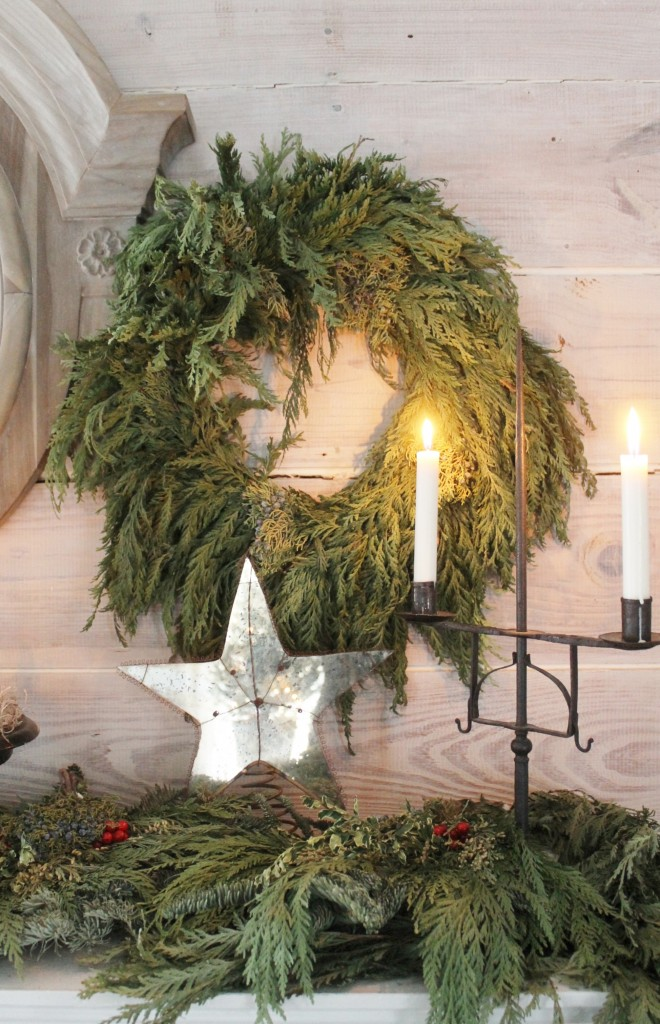 Plain cedar wreath with candle light.