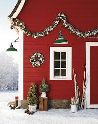 The beauty of the red barn with bright white trim just sings Christmas.